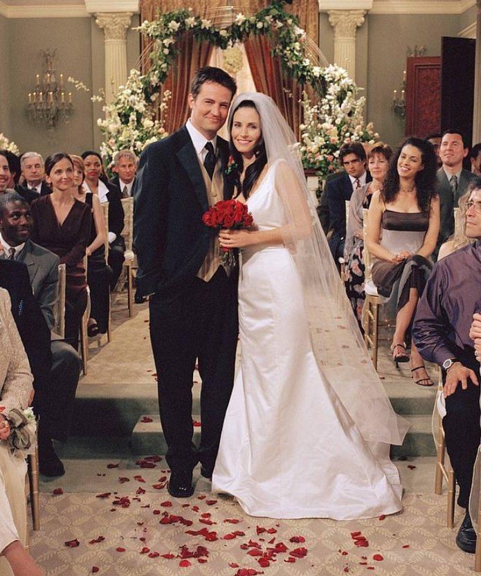 馬修派瑞(左)在「六人行」舉辦過婚禮。圖/摘自imdb