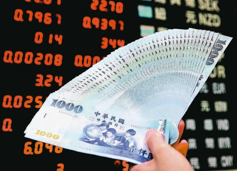 基金經理人認為,權值股拉高台股大盤後,接下來有望由中小型股接棒補漲。(本報系資料...
