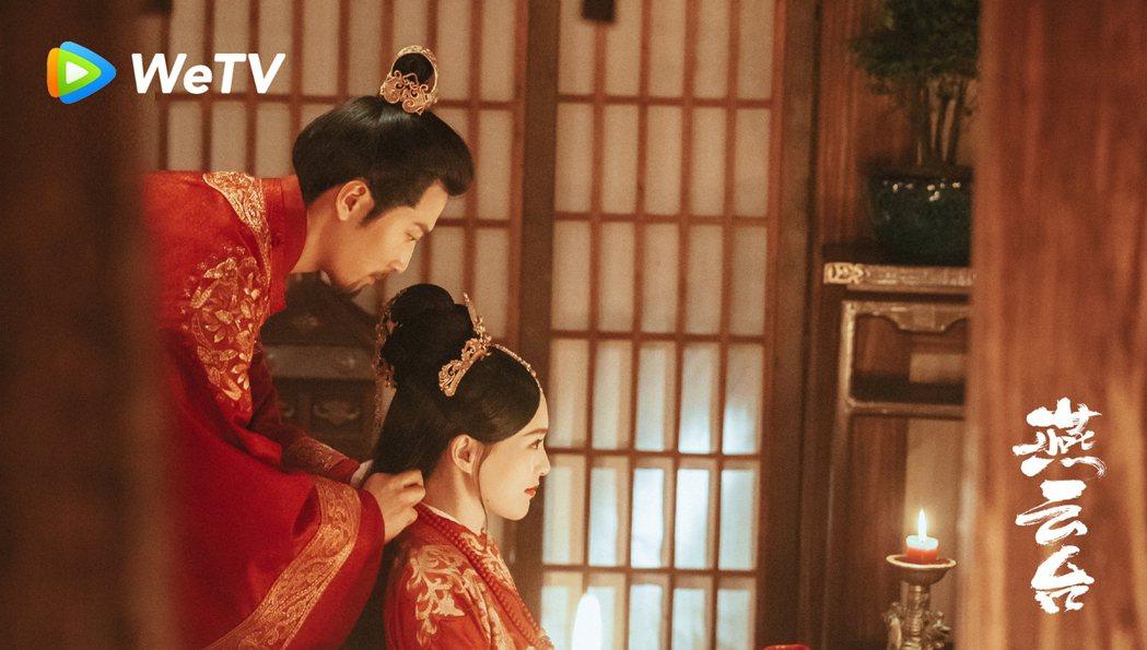 唐嫣(右)與竇驍在「燕雲台」有情人終成眷屬。圖/WeTV海外站提供