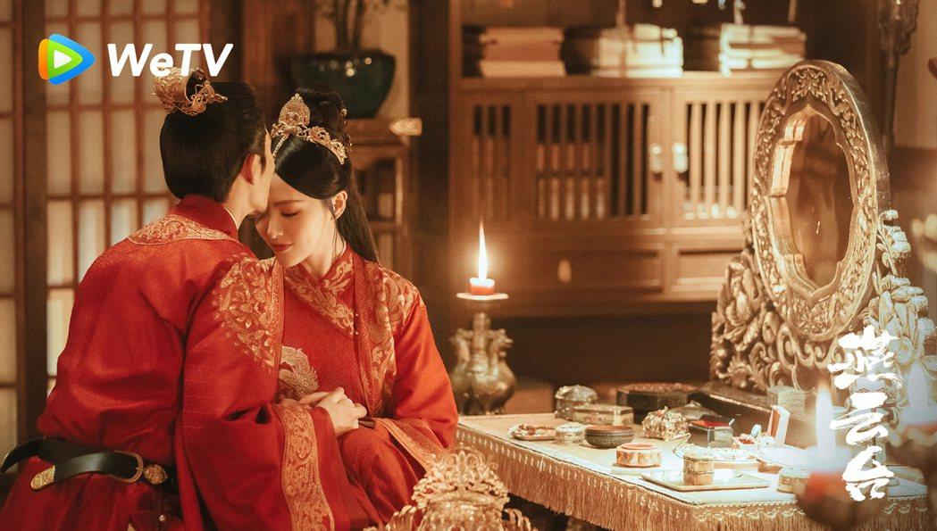 唐嫣(右)在「燕雲台」終於嫁竇驍。圖/WeTV海外站提供