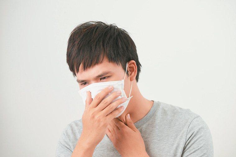 咳嗽愈大力,頭痛愈嚴重。圖/123RF