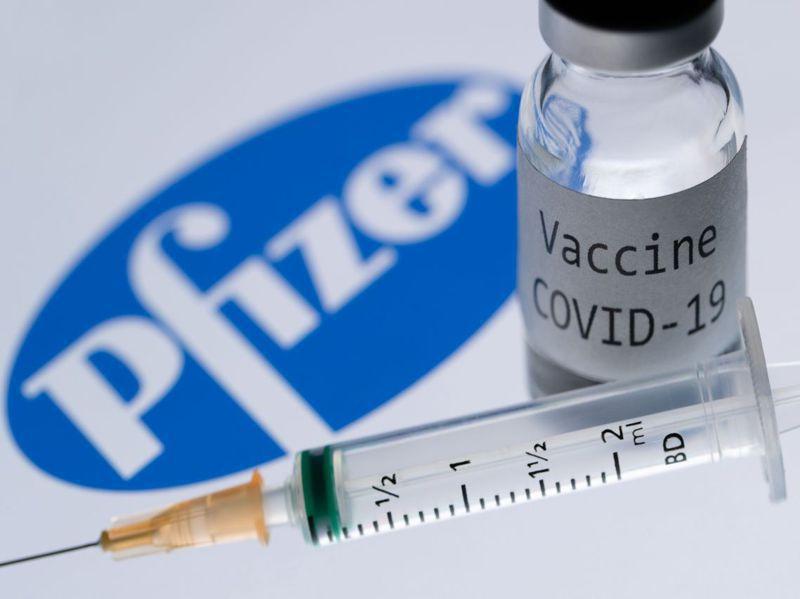 輝瑞藥廠與合作夥伴德國生技公司BioNTech廿日向美國食品藥物管理署(FDA)申請授權疫苗緊急使用,可望在十二月開始施打。但民調顯示,民眾對疫苗心存懷疑。法新社