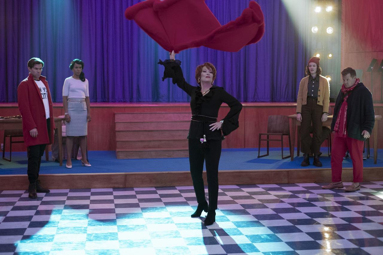 梅莉史翠普、妮可基嫚年度壓軸 「畢業舞會」賣力獻唱