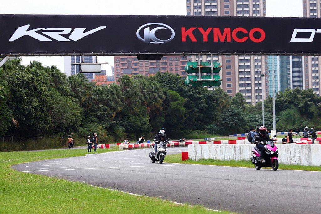 相信明年KYMCO KRV開始販售後,將會對現行白牌運動休旅市場有所衝擊,就看售...