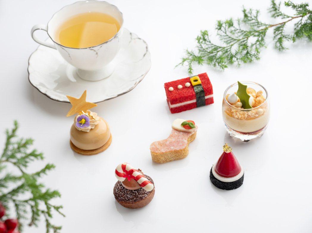 左起順時鐘為瑪薩拉茶杜絲蛋糕、聖誕老人-蔓越莓火雞胸肉三明治、焦糖蘋果布丁、耶誕...