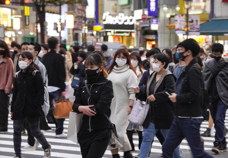 日本東京都2019冠狀病毒疾病(COVID-19)疫情延燒,今天通報新增561起確診病例創次高紀錄,至今累計病例數突破4萬大關,來到4萬210例,重症患者新增6例,總計67例創新高。 歐新社