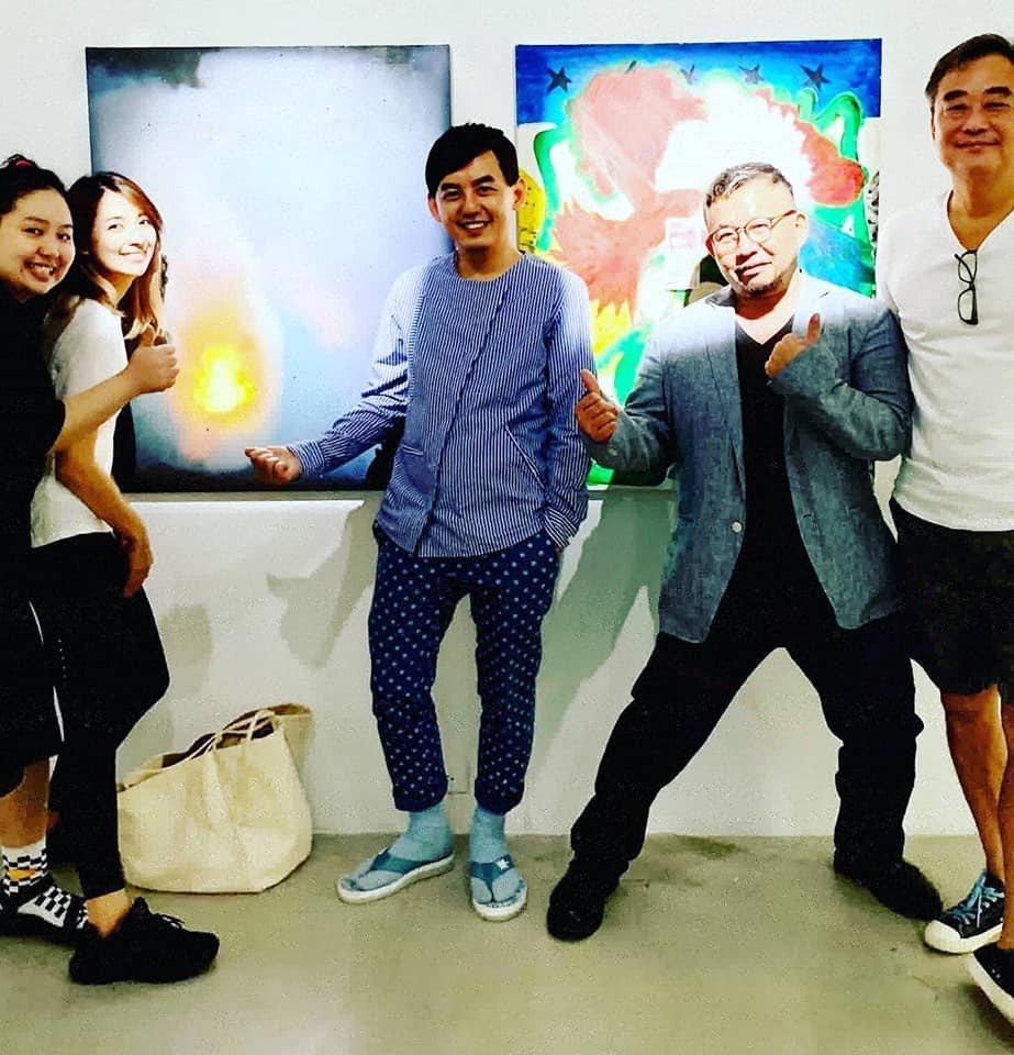 黃子佼(中)透露陳昇(右)開刀後的狀態良好。圖/摘自臉書