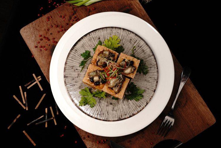 台式經典的「蔭鼓鮮蚵豆腐」,是店內主食推薦之一。圖 / Reply Taipei...