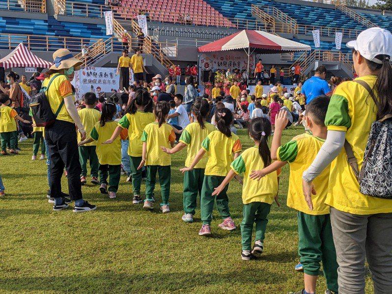 「2020屏東縣幼兒運動會暨健康促進嘉年華」上午即累計超過6千名幼兒、家長與教師參加。記者陳弘逸/攝影