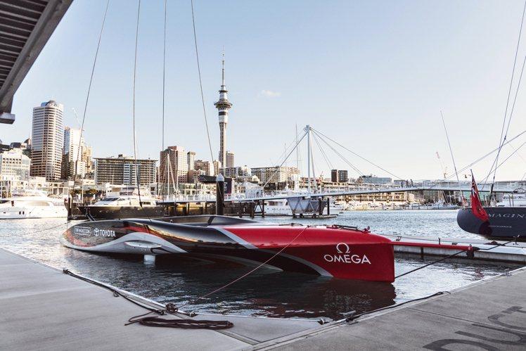 日前OMEGA並參與了ETNZ全新船只「Te Rehutai(浪花號)」的下水典...