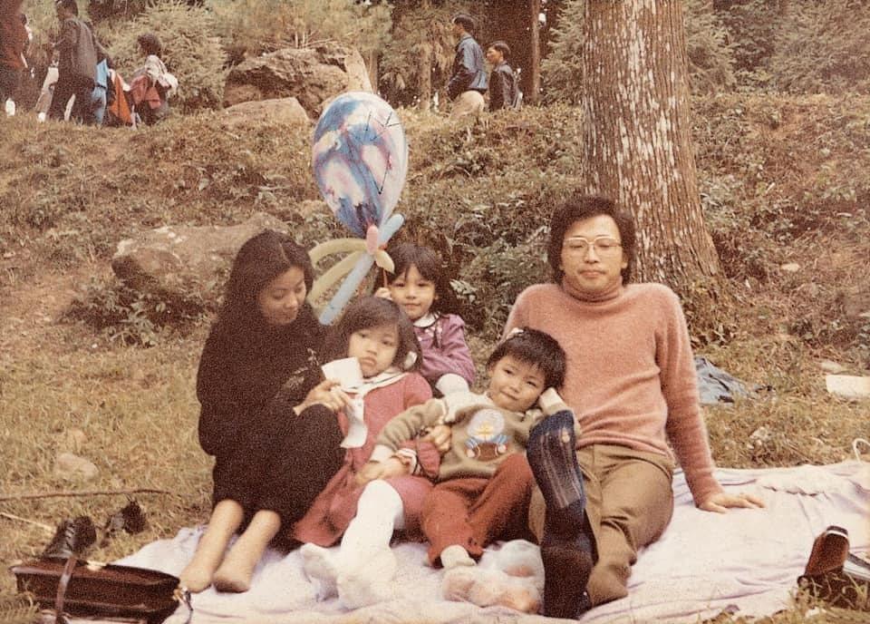 徐若瑄秀出昔日全家人私照。圖/摘自臉書