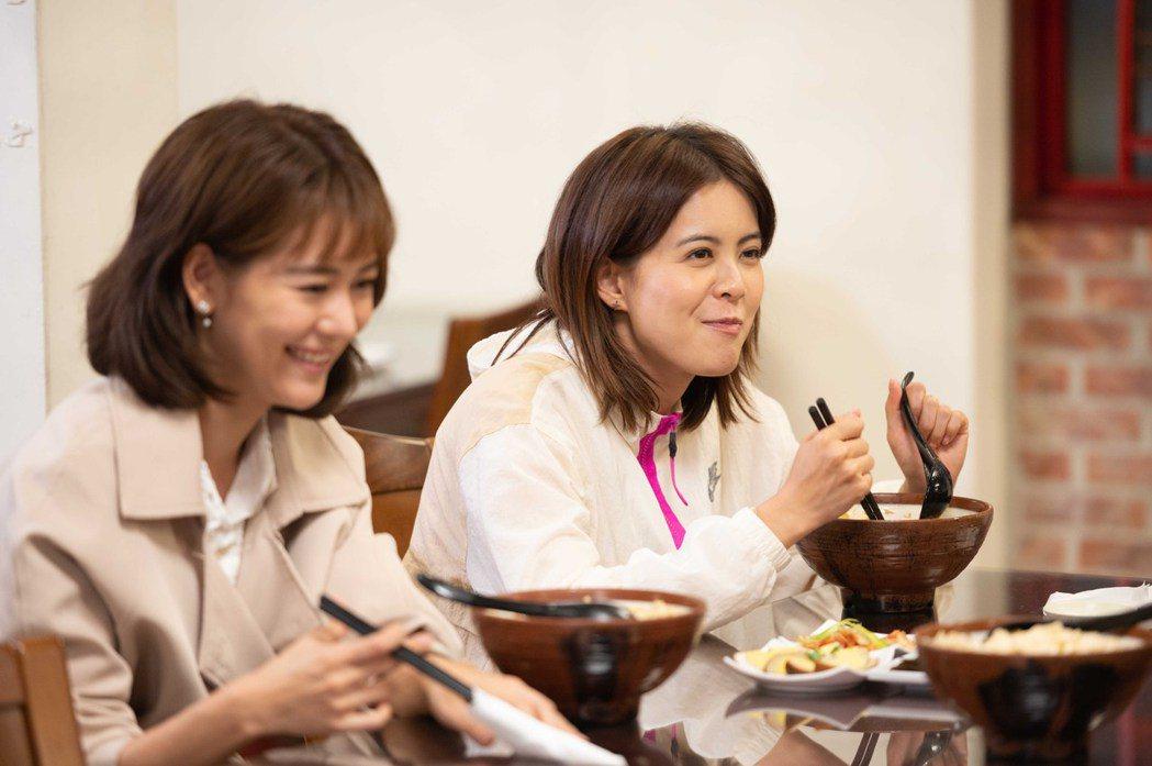 林柏妤(右)加入「女力報到」竟被粉絲誤認成一旁的王沛語。圖/TVBS提供