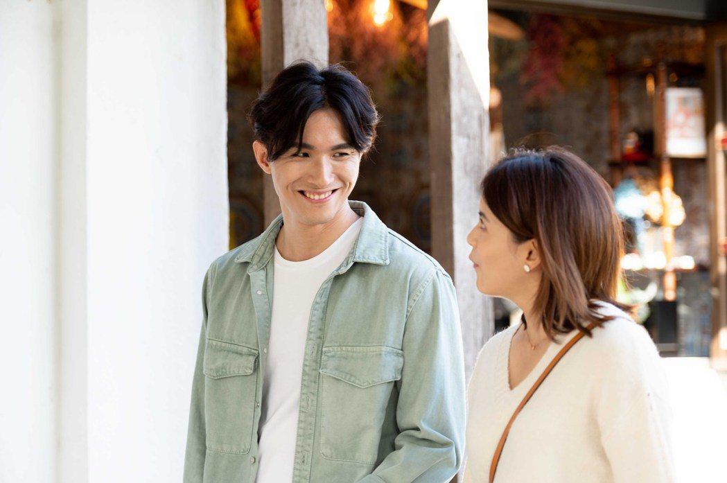 張瀚元(左)、林柏妤在「女力報到-最美的約定」關係曖昧。圖/TVBS提供