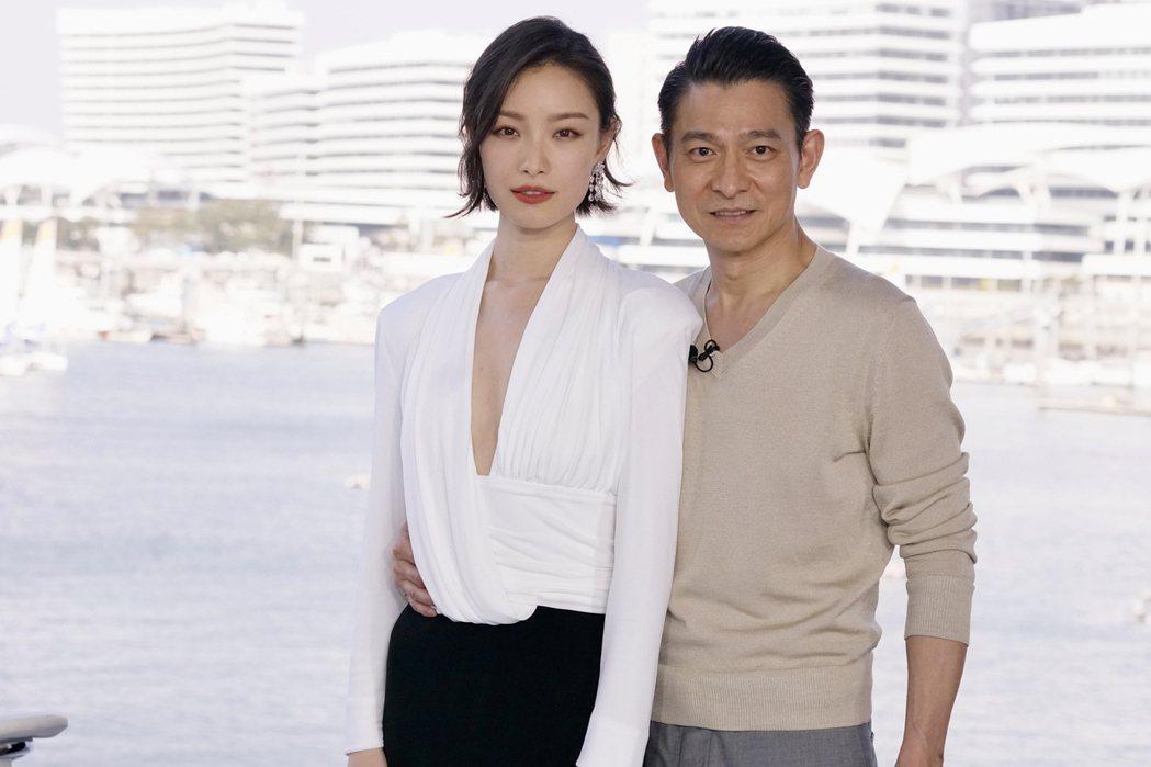 劉德華(右)、倪妮(左)出席「拆彈專家2」發佈會。圖/華映提供