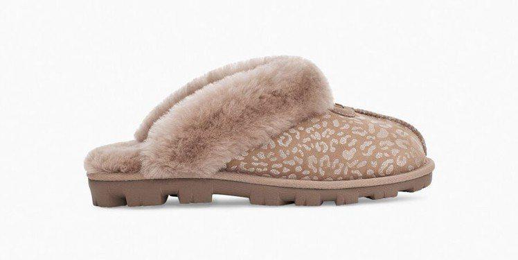 UGG Fluff Yeah Slide Leopard鞋款,推出豹紋、斑馬紋、...