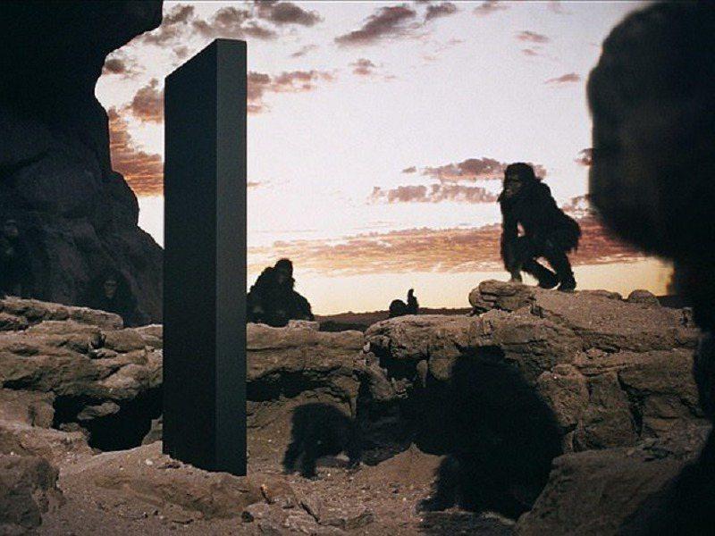 猶他州紅岩沙漠深處的神秘「方尖碑」讓人立刻想到經典科幻小說與電影《2001:太空漫遊》(2001: A Space Odyssey)的巨大黑石版。Alamy Stock Photo
