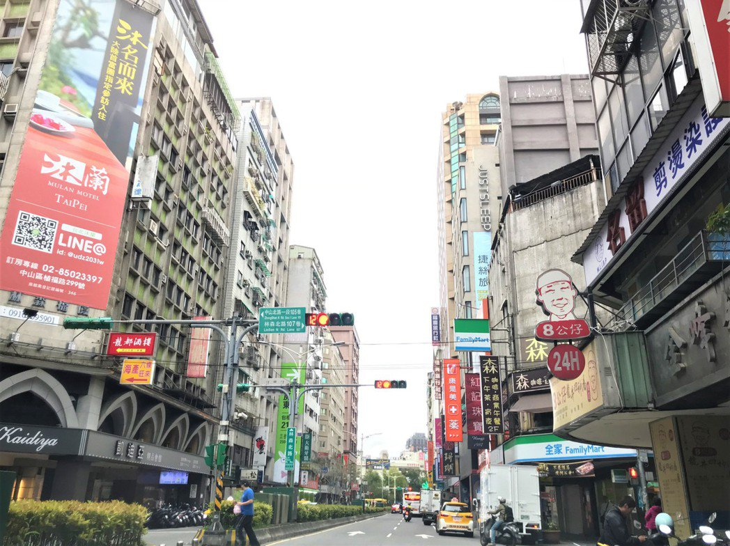 北市中山區林森北路,生活機能方便,是台北市小宅群聚和交易的熱區。 記者游智文/攝...