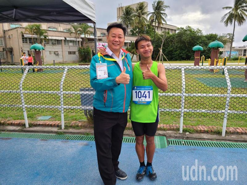 台南市參加全國身障運動會表現優異,教育局長鄭新輝為選手加油。圖/台南市教育局提供