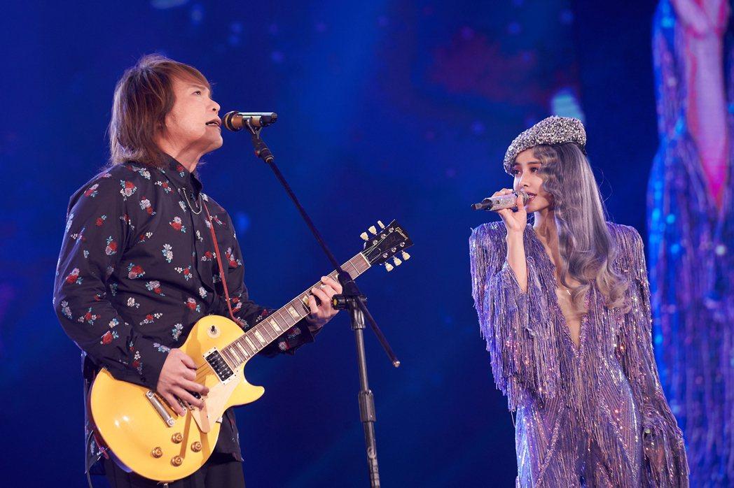 蔡依林高雄巡演今晚續唱第5場,嘉賓邀來搖滾天王伍佰(左)二度合體。圖/凌時差提供