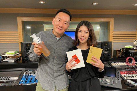 田定豐網路Podcast「安眠書店」節目創60天在六大平台累積突破50萬點閱,他驚喜表示:「台灣上架的節目就超過四千個,還能得到這麼多人訂閱收聽真的很開心,這樣才有繼續唸書給大家聽的動力。」最新一期...