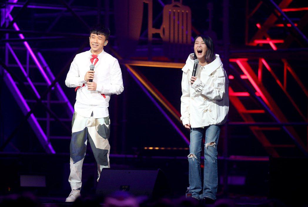 光良(左)和劉若英闊別4年同台合唱。記者余承翰/攝影