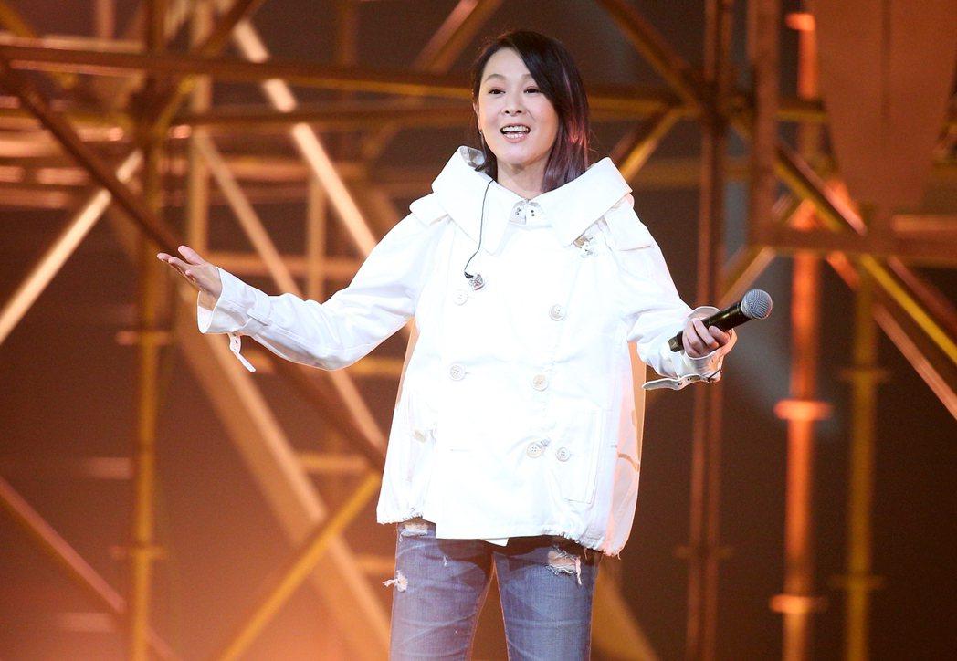 劉若英一連唱了「成全」、「後來」等名曲。記者余承翰/攝影