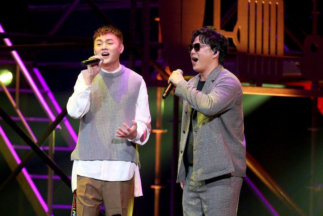 蕭煌奇(右)邀來許富凱驚喜對唱。記者余承翰/攝影