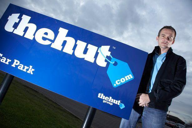 英國電商公司The Hut Group老闆馬修,近日捐出2100萬英鎊(約新台幣7億9781萬)送給員工當禮物,讓不少員工年紀輕輕就退休。圖擷自鏡報