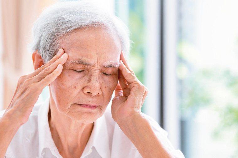 多數眩暈雖然不會致命,發作起來卻讓人極度不適且困擾。 圖/123RF