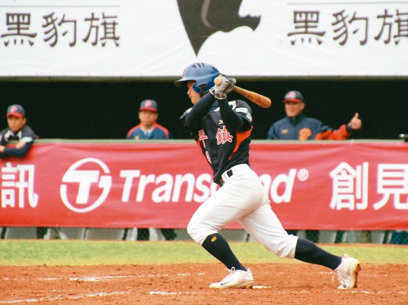 江坤宇在2018年代表平鎮高中參加黑豹旗比賽。 報系資料照