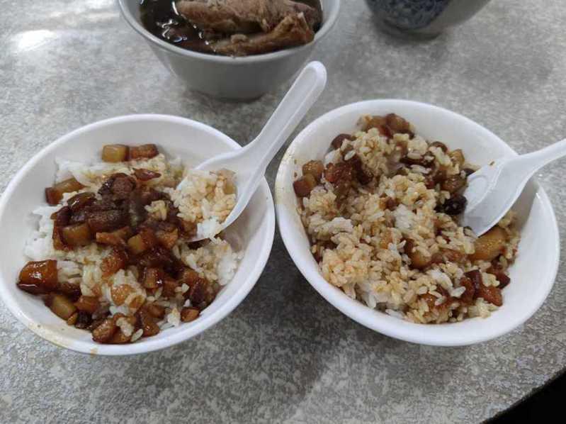 網友好奇大家吃滷肉飯是左右兩碗的哪一派。圖擷自facebook