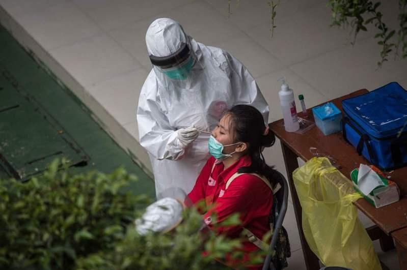 印尼今天新增6267例確診2019冠狀病毒疾病(COVID-19),創下新高紀錄。圖/法新社