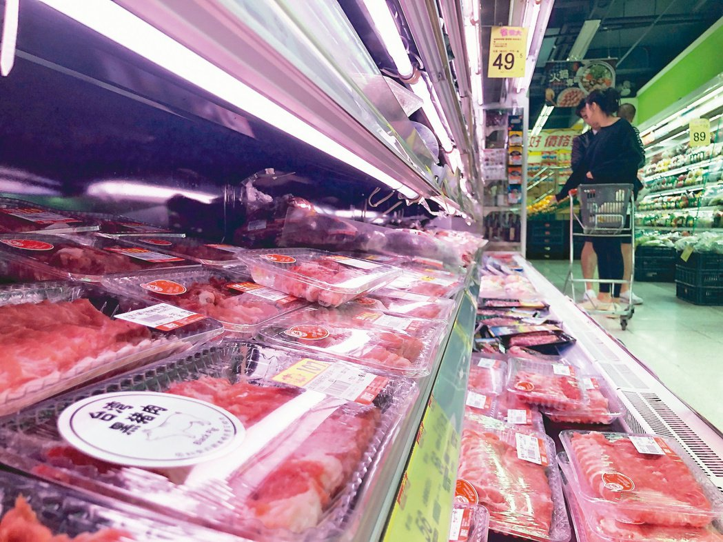 衛福部長陳時中昨天說,因應民眾需求,他相信台灣市場最後將走向自主標示。圖為超市豬...