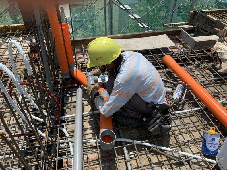 台灣營造勞工職災發生率居高不下,被視為最危險的行業。記者吳淑玲/攝影