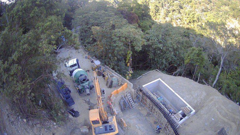 台中市政府搶修中88線,目前擋土牆工程將近九成。圖/台中市建設局提供