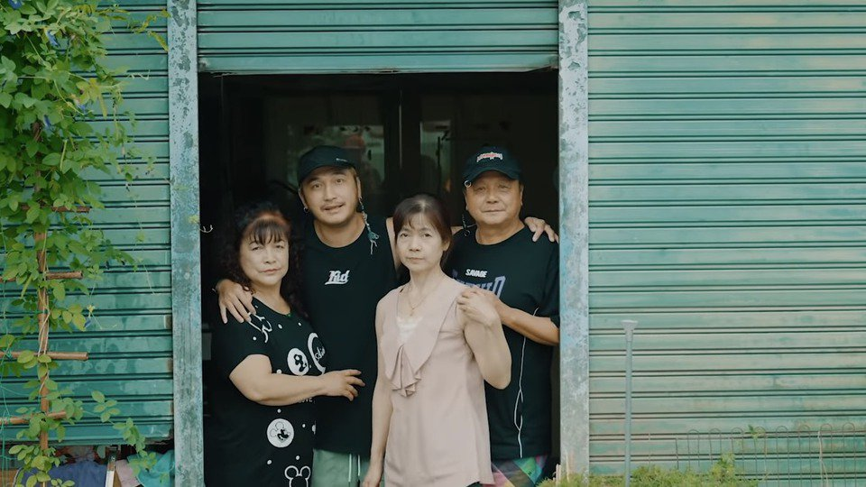 KID家人也入鏡「我不是空笑夢」MV。圖/摘自YouTube