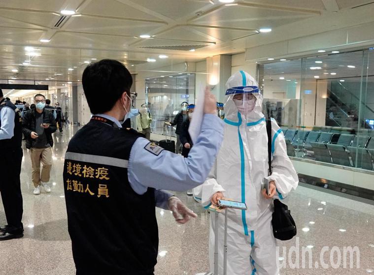 由於美國新冠肺炎疫情嚴重,加上12月1日起來台旅客登機前必須出示3日內新冠肺炎核...