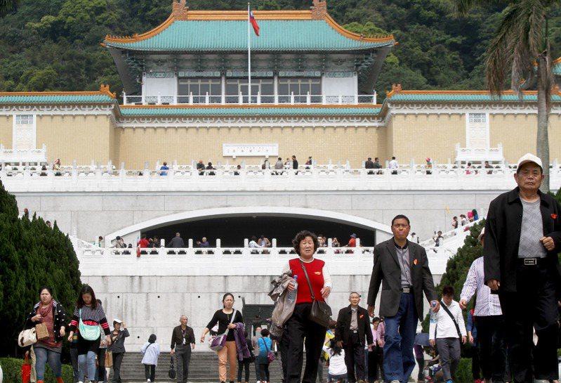 國府當局能夠支持故宮不辭勞苦將這些寶物,千里迢迢遷移台灣,不單單是文物保存,為著就是抓住政治上的合法性。圖/聯合報系資料照片