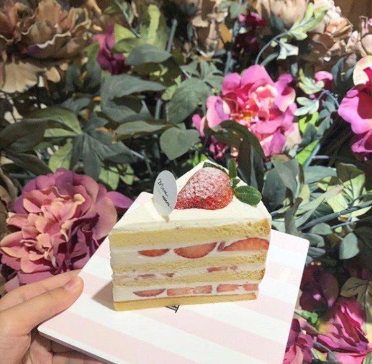 「饅饅好食」紅茶香緹草莓x3蛋糕。圖/板橋大遠百提供