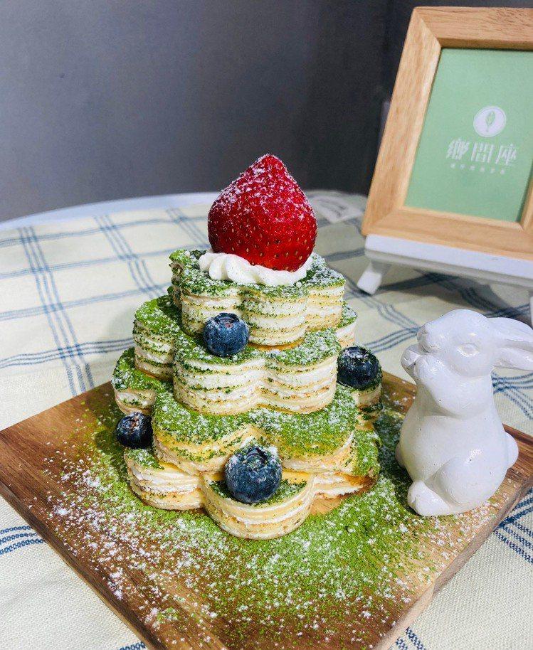 「鄉間座」耶誕樹千層蛋糕。圖/板橋大遠百提供