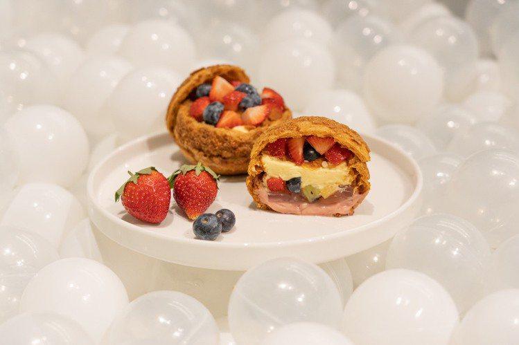 「品。好乳酪蛋糕」草莓果凍聖代泡芙。圖/板橋大遠百提供