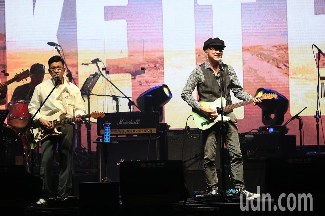 《因為愛琴演唱會》下午在華山1914文創園區Legacy開場,王治平(右)、陳子...