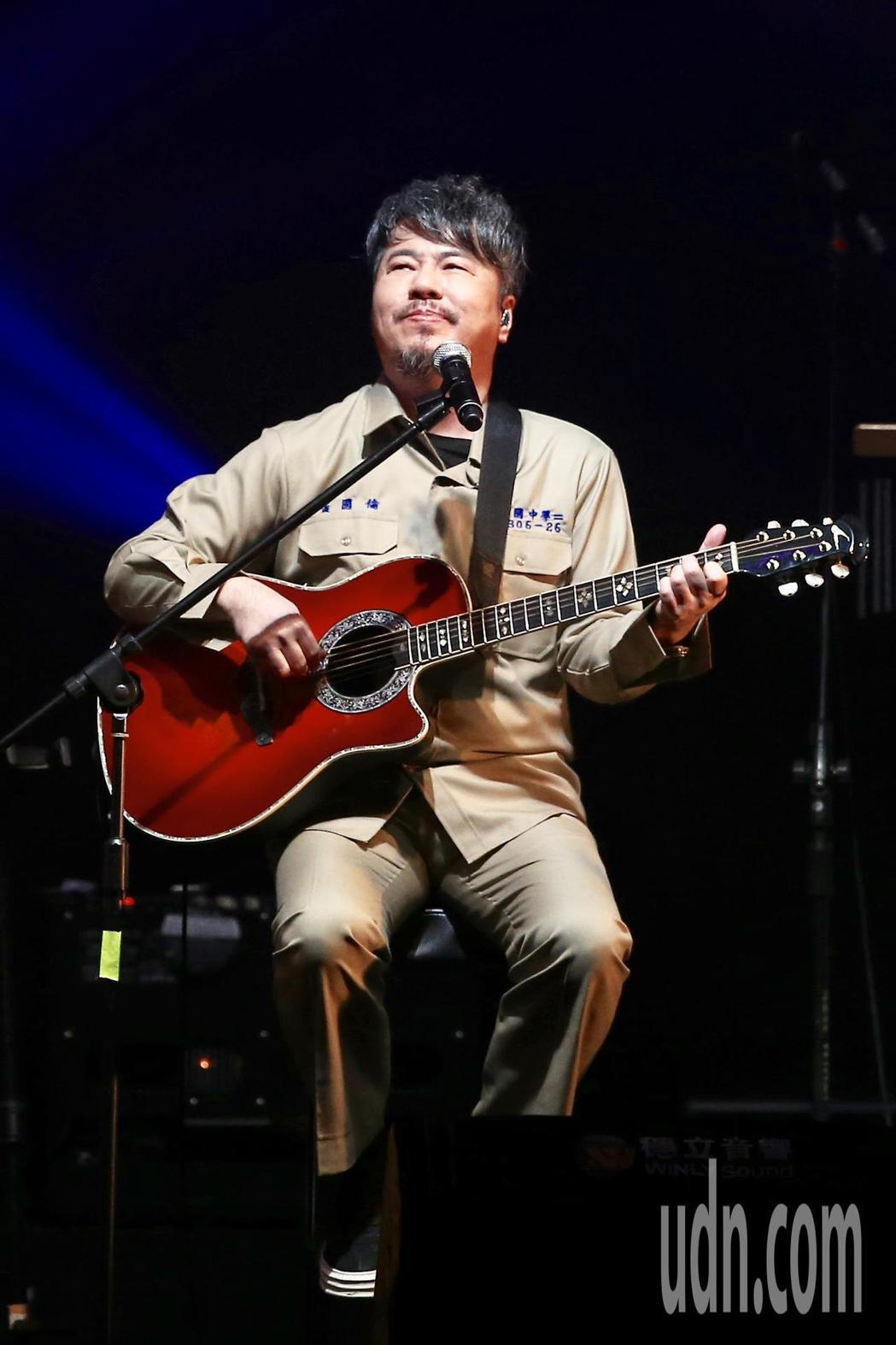 《因為愛琴演唱會》下午在華山1914文創園區Legacy開場,黃國倫演唱。記者林...