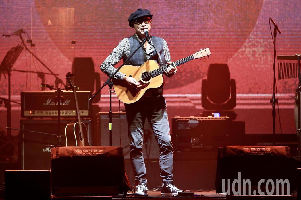 《因為愛琴演唱會》下午在華山1914文創園區Legacy開場,王治平演唱。記者林...