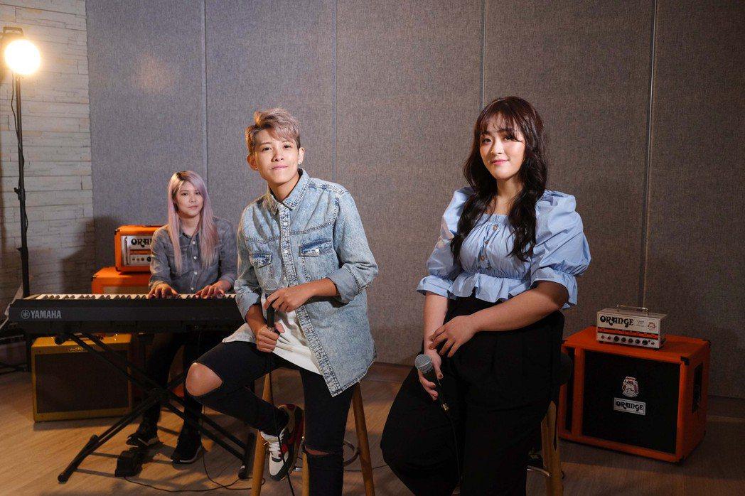 許莉潔(右)邀曾靜玟重譯艾怡良的「我不知道愛是什麼」。圖/喜歡音樂提供