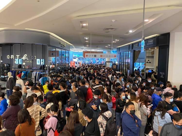 全台壓軸的巨城購物中心周年慶首四日估計吸引超過50萬人造訪。圖/巨城購物中心提供