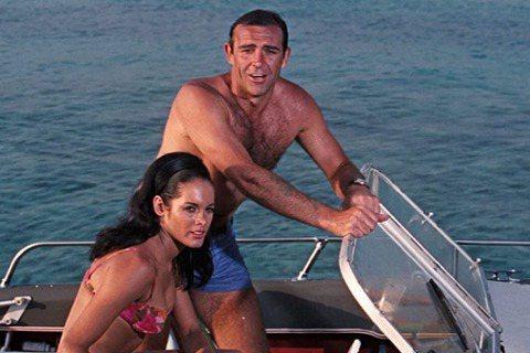電影中首位扮演007詹姆斯龐德、始終被視為「最佳龐德」的史恩康納萊,上個月31日在巴哈馬逝世,享壽90歲。他的死亡證明約在本月中旬核發,根據專門報導名人與明星八卦的TMZ所取得之文件,死因載明為:肺...