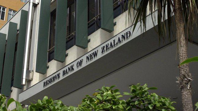 紐國央行的數據顯示,央行持有的未償還名目公債比率,七個月內從6%大幅上升至37%...