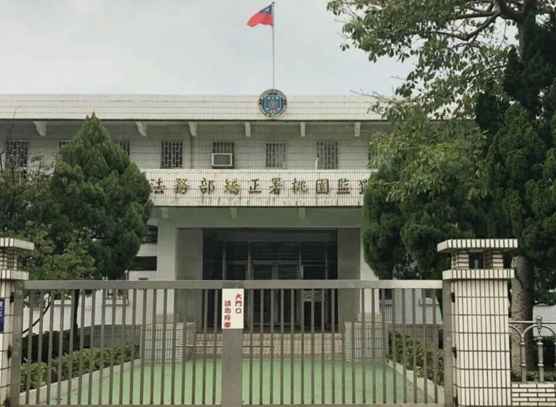 台灣籍周姓通緝犯自菲律賓返國訊後送到桃園監獄服刑,今天確診染疫轉送醫院隔離治療,矯正機關第一起收容人犯確診案。本報資料照
