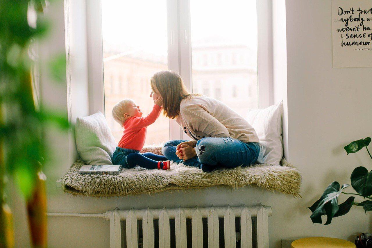 單親補助對於如果因為離婚而成為單親媽媽或爸爸的人們,可能是一股非常大的助力。 圖...